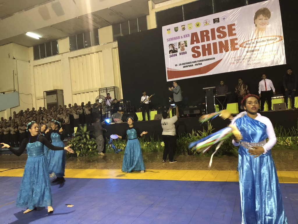 The praises rang even louder when power was restored at the evening crusade in Jayapura.