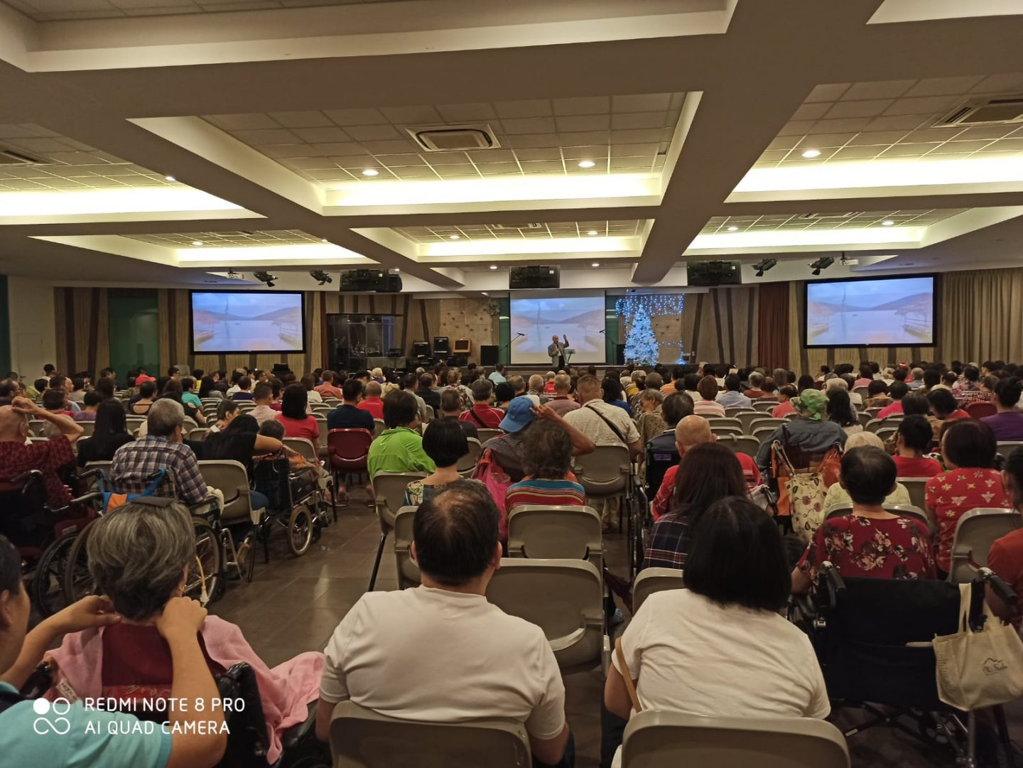 A whopping 75% of the elderly Hokkien congregation at Bethesda Bedok-Tampines Church do not have WiFi in their homes, said Ps Sharon Liau. Photo courtesy of BBTC.