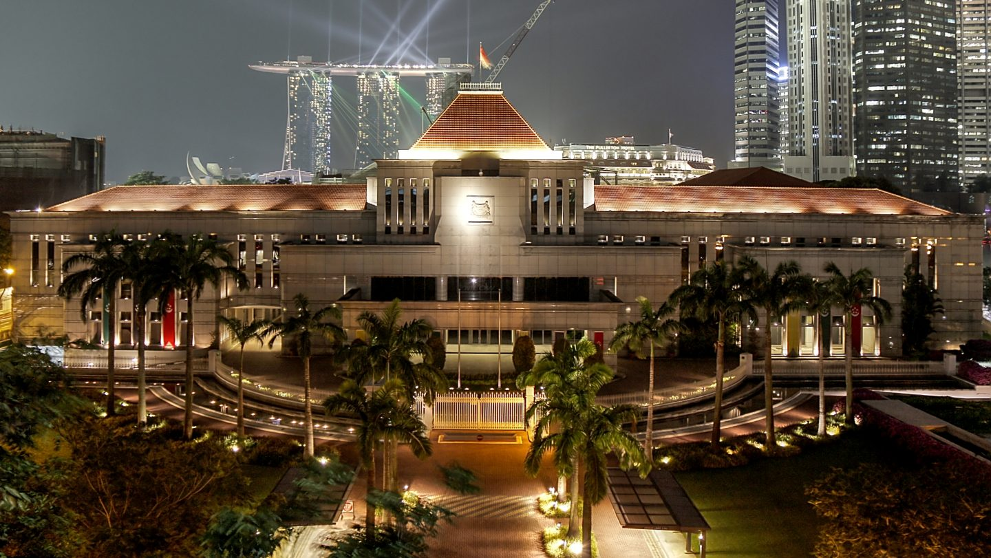 Parliament_House,_Singapore,_at_night_-_20120926